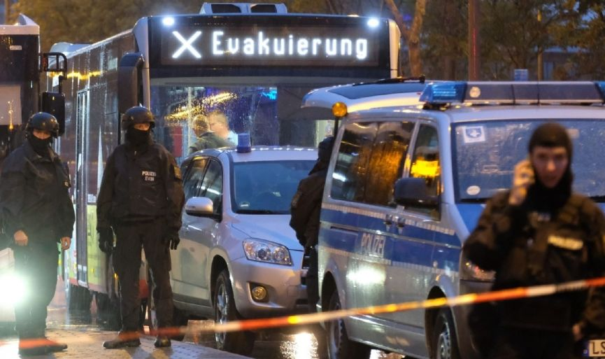 Gunman Kills 2 in Attack Near German Synagogue and at Kebab Shop